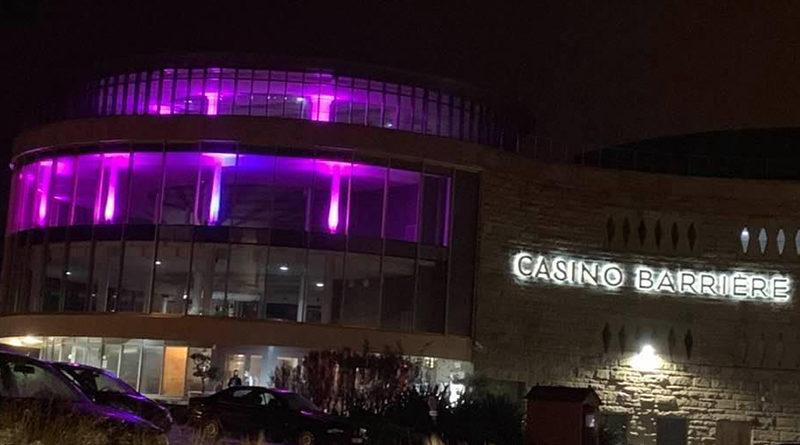 Le Palais des Congrès de Saint-Malo s'illumine pour Octobre Rose
