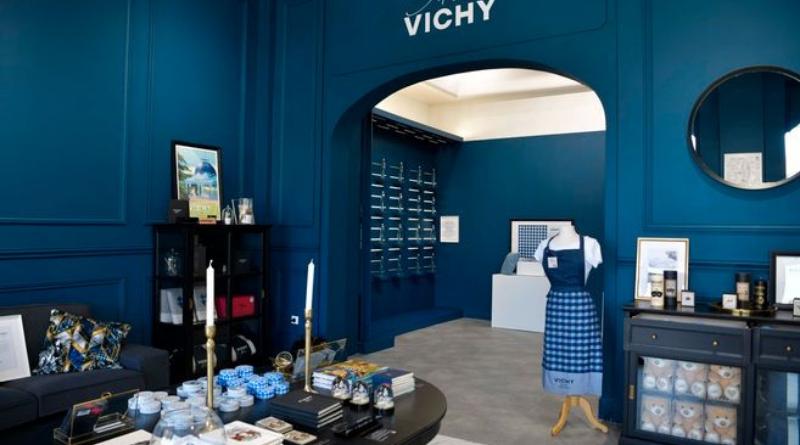 Avec ses produits identitaires « Vichy mon amour », la cité thermale cultive son image de marque